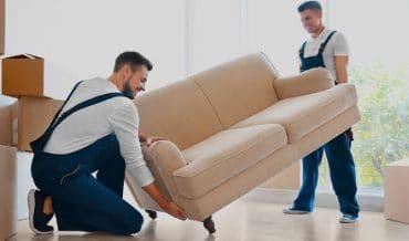 Déménager un meuble convertible : erreurs à éviter