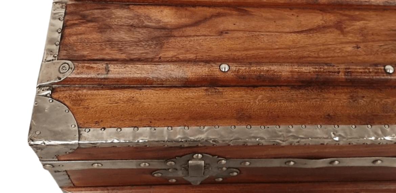 détails malle de bateau